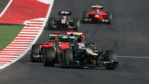 Nanicas para todo lado: na mesma imagem, duas Caterhams, duas Marussias e até uma HRT escondida