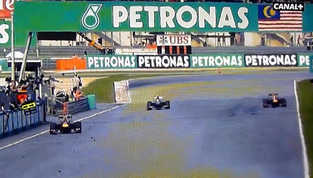 Webber passa longe da equipe na linha de chegada
