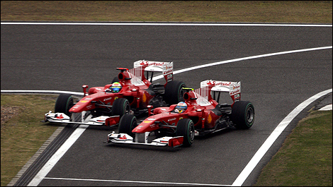 Alonso e Massa no polêmico incidente ao entrar nos boxes de Xangai em 2010