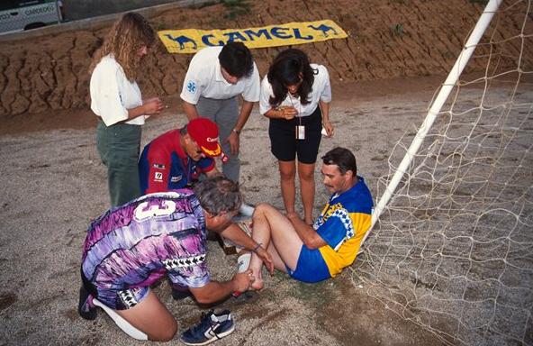 Fiquei imaginando como deveria ser Mansell jogando futebol. Fiquei arrependido de tentar imaginar.