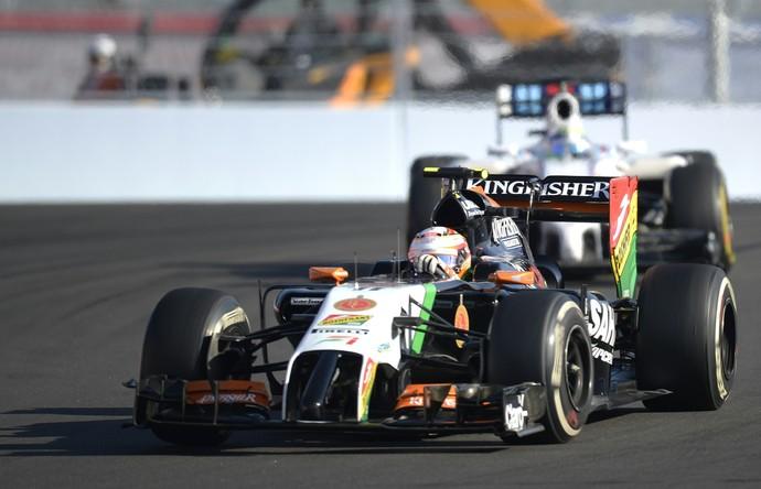 Felipe Massa ficou preso atrás de Sergio Perez por metade da prova.