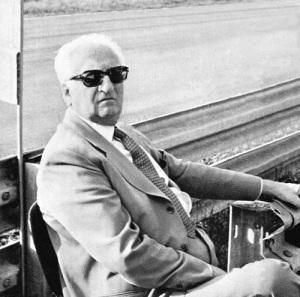 Um dos personagens mais folclóricos - e de maior nariz - do automobilismo mundial