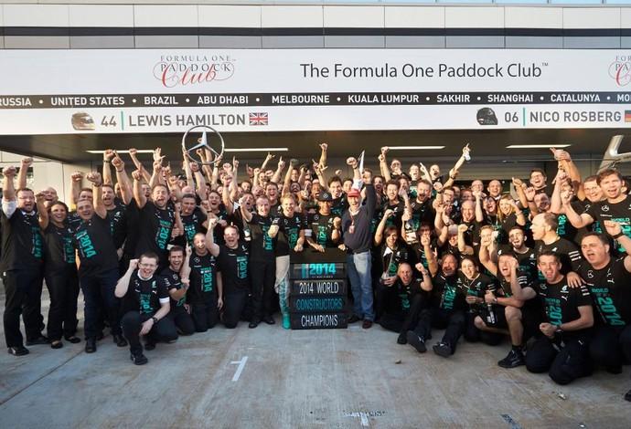 Mercedes se torna campeã mundial de construtores pela primeira vez na história.