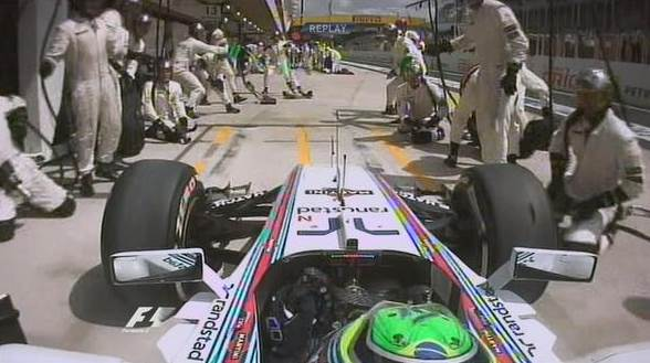 Uniformes brancos da McLaren e Williams confundiram Felipe Massa num pit stop do brasileiro.