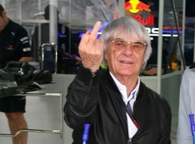 bernie dedo medio middle finger