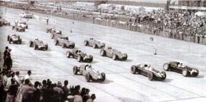Largada do primeiro GP dos Estados Unidos, em 1959. As provas de Indianápolis já contavam para o campeonato antes, mas os europeus não costumavam aparecer.