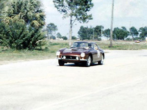 Sebring 1960. Maior pinta de carro do James Bond, não é?