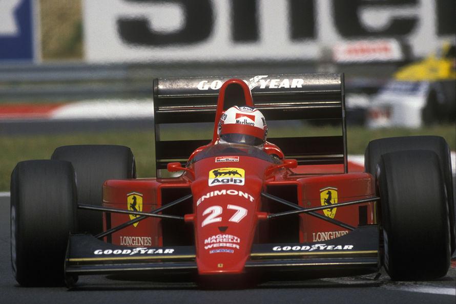 Um maluco em um carro vermelho, com o costal #27... Não é por nada que o Comendador escolheu o Brutânico!