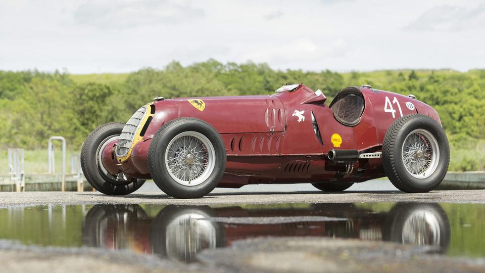 A Scuderia Ferrari usou carros Alfa Romeo durante muito tempo. Este Alfa 8C foi o primeiro a usar a lendária insígnia do  Cavallino Rampante, nas 24h de Spa em 1932.